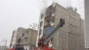 Urfa'da Apartman yangınında vatandaşlar mahsur kaldı