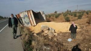 Ata çarpan kamyona otomobil çarptı