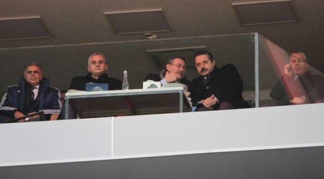 Bakan Çelik, Şanlıurfaspor maçını izledi