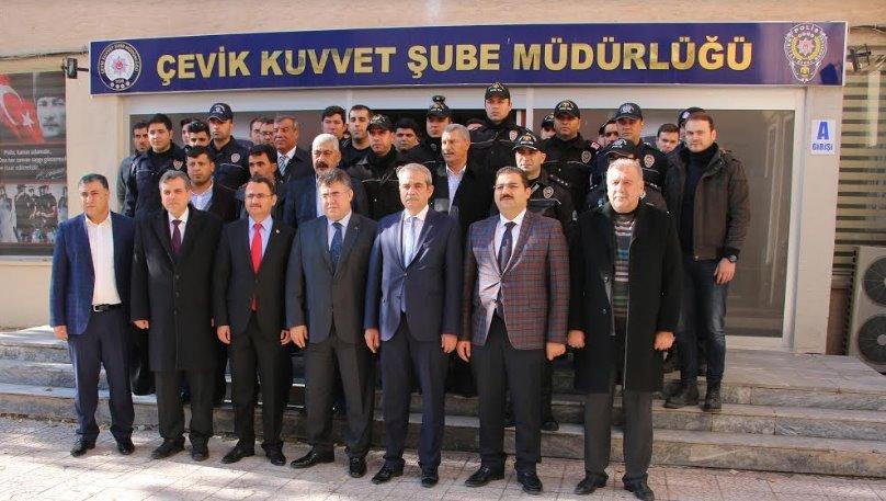 Çevik Kuvvet Polislerine bir moral ziyaretide Demirkol'dan