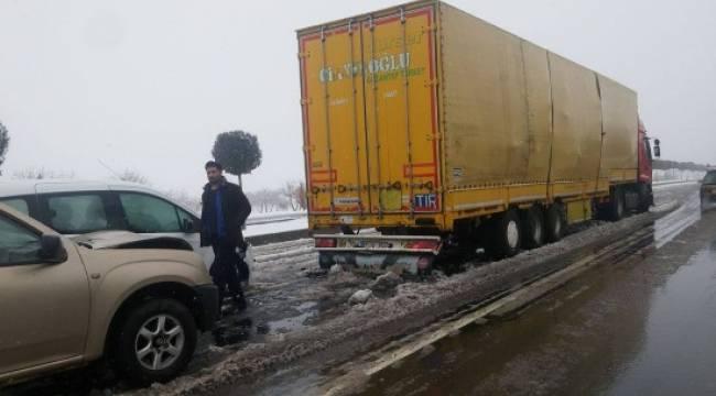 Etkili kar yağışı kaza getirdi