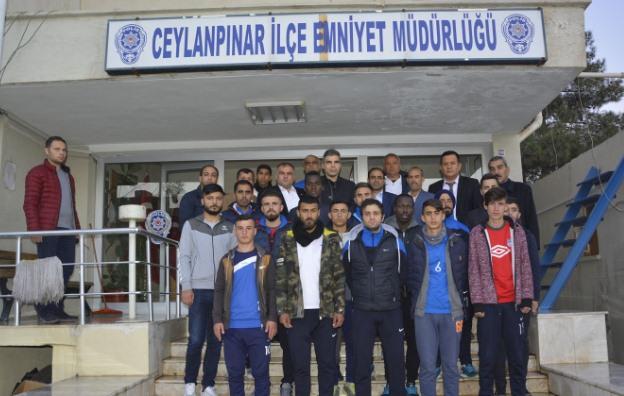 Futbolculardan polislere taziye ziyareti