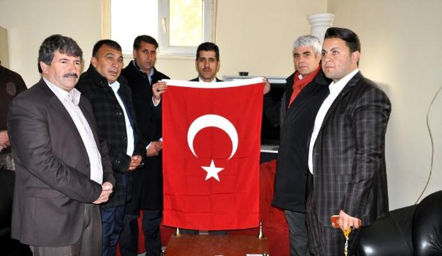 Polislere baklava, Emniyet Müdürüne Türk bayrağı