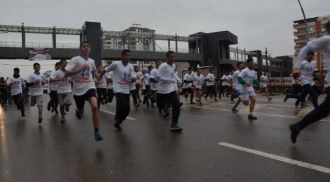 Şehitleri anısına liseler arası koşu yarışması
