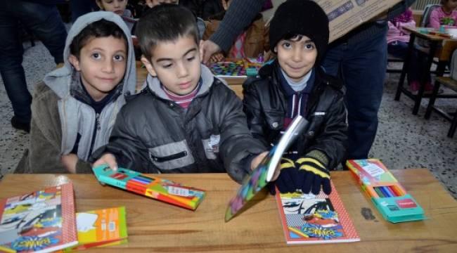 Suriyeli öğrencilere kırtasiye yardımı