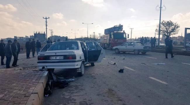Trafik kazasında 4 kişi araçta sıkıştı