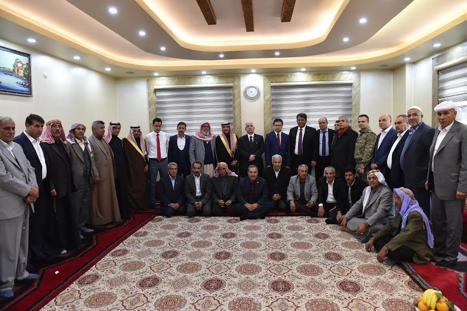 Vali Tuna Akçakale ve Suriyeli Kanaat Önderleriyle Buluştu