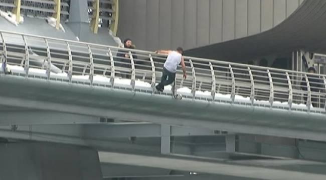 Köprüden atlama anı kameralara yansıdı - VİDEO HABER