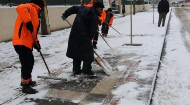 Yoğun kar yağışı etkili oluyor - Video Haber