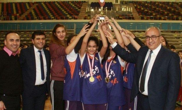 Urfa'daki okul sporları basketbolla devam etti