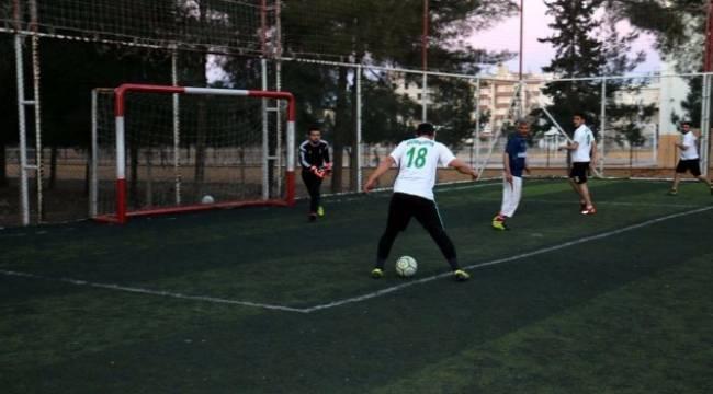 Akçakale'de halı saha futbol turnuvası başladı