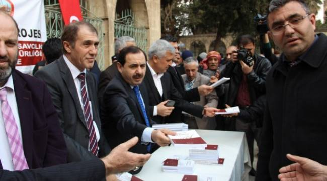 Dergah Caminde 2 bin 500 kitap dağıtıldı