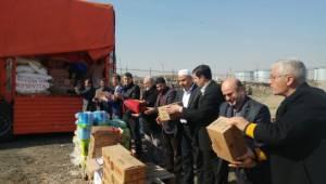 Suriye'ye 5 tır insani yardım malzemesi gönderildi