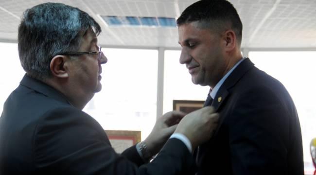 THK Genel Başkanı Atılgan'dan Keşküş'e altın rozet