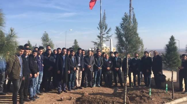 Üniversiteliler Şehit Ahmet Oktay Günak'ın kabrini ziyaret etti