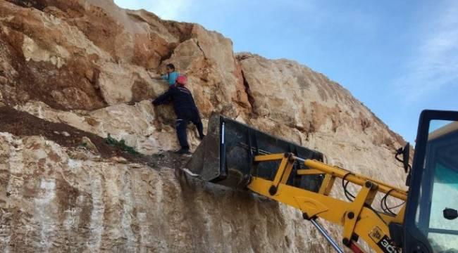 10 Yaşındaki Çoçuk Mesire alanı kayalıklarında mahsur kaldı