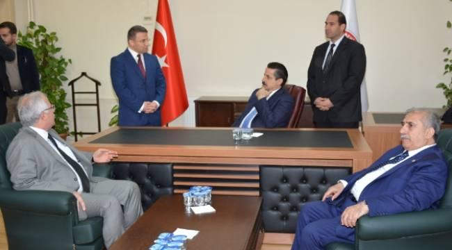 Bakan Çelik, Viranşehir Belediyesini ziyaret etti