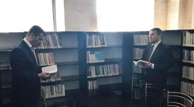 Çimşit Halk Kütüphanesini ziyaret etti