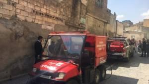 Dar sokaktaki yangına ATV ile müdahale edildi