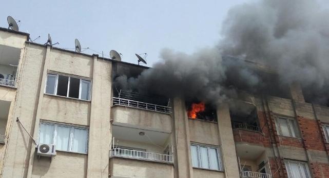 Birecik'te apartmanda yangın