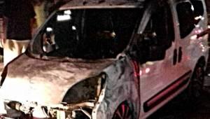 Şanlıurfa'da 4 otomobil kundaklandı