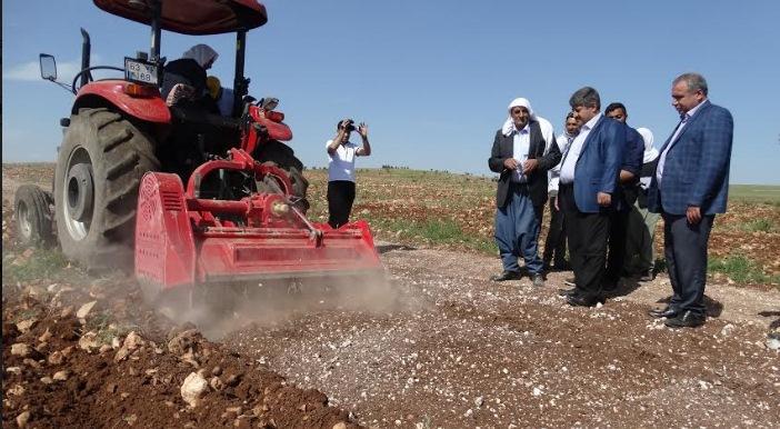 Urfa'daki Taşlık alanlar tarıma kazandırılıyor