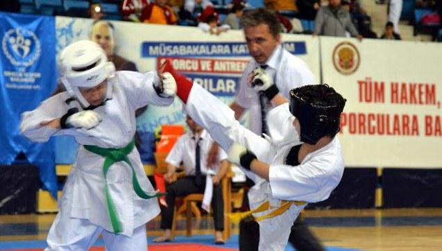 Urfalı Sporcular Kyokushin Karate Turnuvasına katıldı