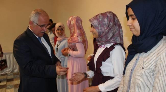 Siverek'te 150 Öğrenciye Çeyrek Altın hediye edildi