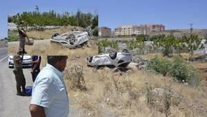 Siverek'te Tatil dönüşü araç takla attı, 4 yaralı