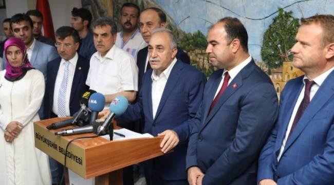 Bakan Fakıbaba, Büyükşehir Belediyesini ziyaret etti