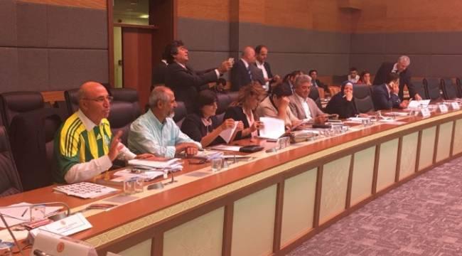 CHP'li Tanal, komisyona Şanlıurfaspor forması ile geldi