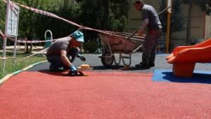 Haliliye'deki parklarda yenileme çalışmaları