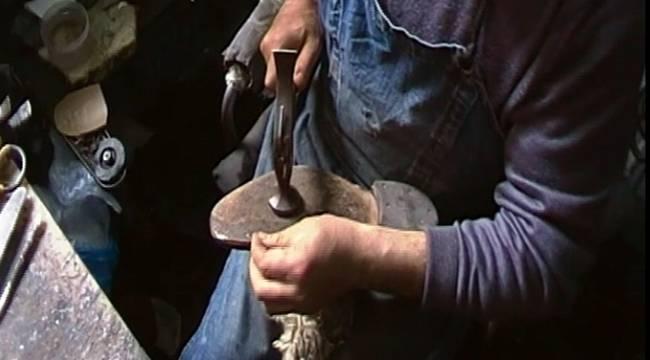 Koskoca Karaköprü bir ayakkabı tamircisi yok