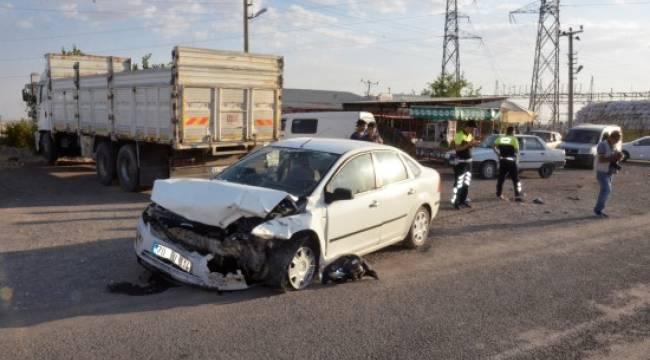 Şanlıurfa'da iki otomobil çarpıştı