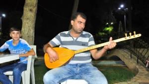 Suriyeli ozan işsizlikle mücadele ediyor