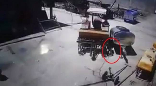 Suruç'ta Traktör tamirciyi ezdi