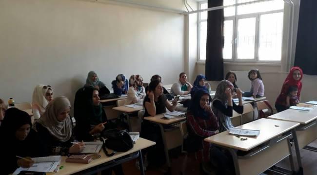 TÖMER 400 Sığınmacıya Türkçe Kursu Veriyor