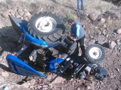 Urfa'da traktör köprüden aşağı düştü