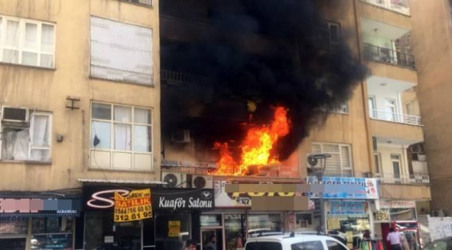 Bahçelievlerde 7 katlı binada yangın çıktı