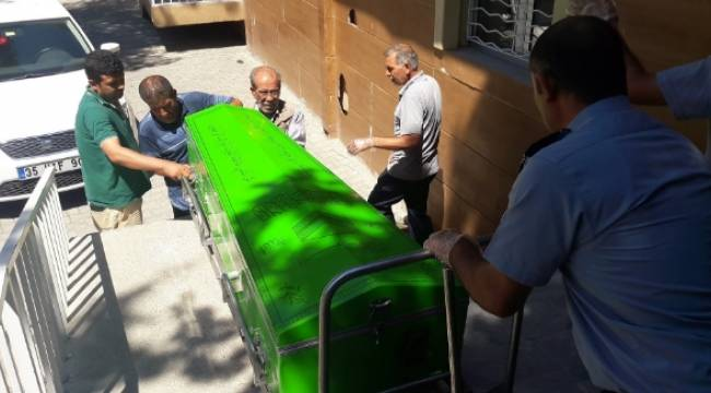 Halfeti'de minibüs vatandaşa çarptı, 1 Ölü