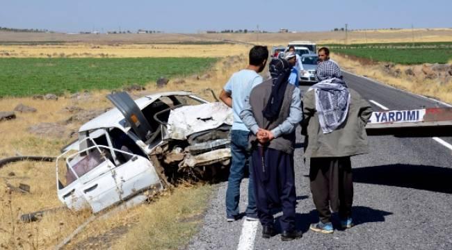 Karacadağ yolunda otomobil takla attı, 3 Yaralı