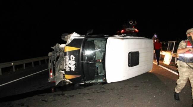 Şanlıurfa'da minibüs devrildi 18 yaralı