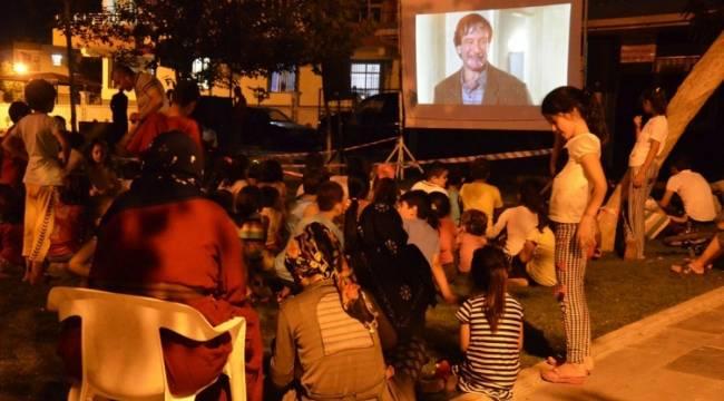 Siverek'te her parkta film gösterimi yapılıyor