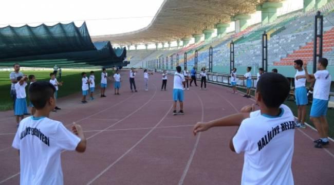 Spor okulları, çocukların yaz eğlencesi oldu-Videolu Haber