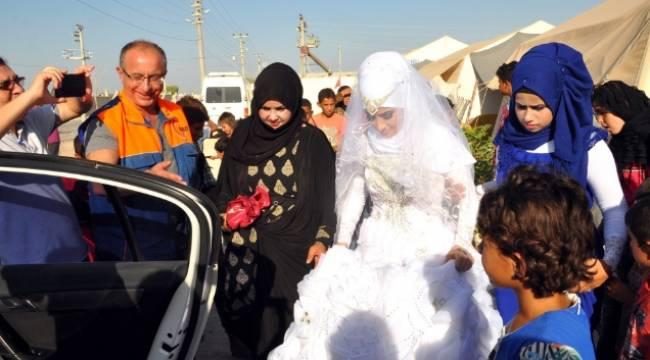 Suriyeli gelin makam aracıyla uğurlandı