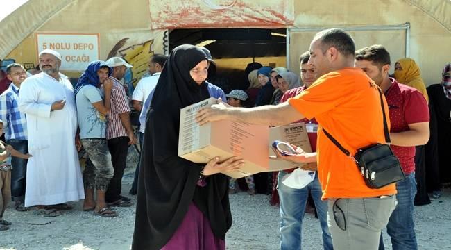Suriyeli mültecilere temizlik malzemesi dağıtılıyor