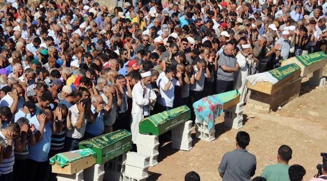 Trafik kazasında ölen 6 kişilik gurbetçi aile defnedildi