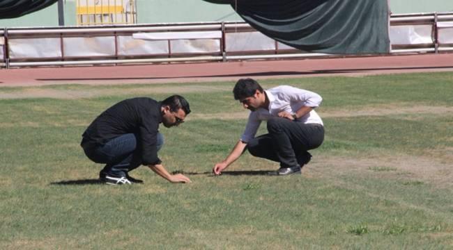 11 Nisan Stadyumunun çimleri tartışma konusu oldu