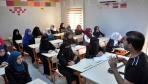 8 bin Suriyeli öğrenci bugün ders başı yaptı