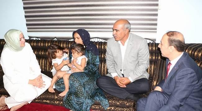 Bakan Fatma Betül Sayan Kaya şehit ailesini ziyaret etti